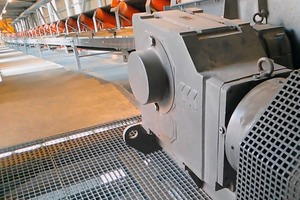 """<div class=""""bildtext"""">1 The inclined belt conveyor with WATT drive transports the bulk material to the reversible belt, which piles the bin material onto the stockpile</div>"""