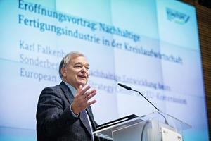 "<div class=""bildtext"">Karl Falkenberg, European Commission, Brussels</div>"