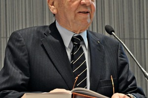 "<div class=""bildtext"">Professor Karl J. Thomé-Kozmiensky</div>"