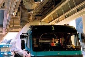 """<div class=""""bildtext"""">1 Mit dem BEUMER-Losebeladekopf können Silofahrzeuge schnell und staubfrei beladen werden • The BEUMER stationary loading head allows the quick and dust-free loading of the silo trucks </div>"""