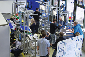 11 Montagetraining in der Modellfabrik • Assembly training in the model factory