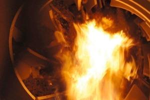 """<div class=""""bildtext"""">Blick in einen Trommeltrockner mit Flamme im Trommelinnenraum # View into a dryer drum with flame in the interior of the drum</div>"""