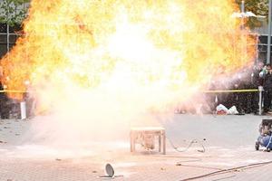 Live Explosionen • Live explosions
