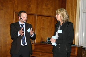 Dipl.-Ing. Stefan Platzk and moderator Prof. Dr. Sylvia Schade-Dannewitz during the discussion<br />
