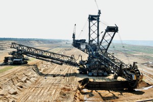"<div class=""bildtext"">1 A giant among mining machines: the Excavator&nbsp;290 at the Hambach opencast mine operated by RWE Power AG</div>"