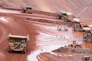 16 Minenbetrieb in einer Kupfermine # Production operations at a copper mine<br />