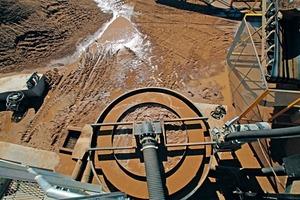 """<div class=""""bildtext"""">5 Das Überlaufmaterial wird zum Wassermanagementsystem von Dubbo Sands geleitet • The overflow material is directed towards the Dubbo Sands water management system</div>"""