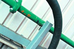 """<span class=""""bildunterschrift_hervorgehoben"""">1</span>KALFLEX sind flexible Rohrbogen mit verschleißfesten Segmenten• KALFLEX are flexible pipe bends with abrasion resistant segments<br />"""