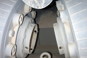 View into the Loesche vertical roller mill<br />