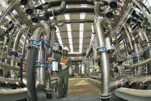 """<div class=""""bildtext"""">17eMahlahleni Wasseraufbereitungsanlage • eMahlahleni water treatment plant</div>"""