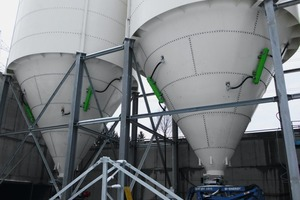 "<div class=""bildtext"">1 Matakt air cannons in operation at silos with mineral bulk solids</div>"