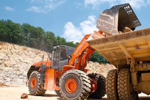 Der Hitachi Radlader ZW370 wird seine Performance auf der Demofläche der Steinexpo 2011 unter Beweis stellen ● The Hitachi wheeled loader ZW370 will present its performance at the demonstration area of Steinexpo 2011