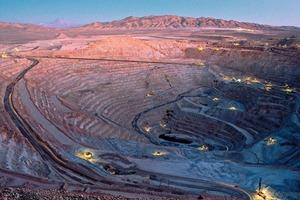 """<span class=""""bildunterschrift_hervorgehoben"""">8</span>Kupfermine Escondida in Chile • Escondida copper mine in Chile<br />"""