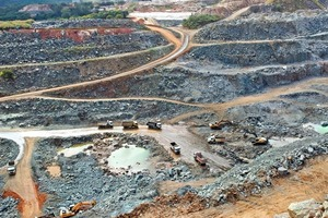 "<span class=""bildunterschrift_hervorgehoben"">1</span>Luftbild der Tantal-Mine Volta Grande • Aerial overview of the Volta Grande tantalum mining"