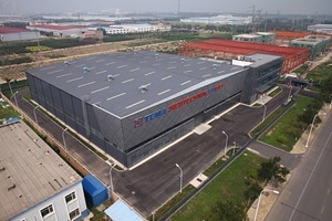 """<div class=""""bildtext"""">20 Werksneubau in Wuqing, Tianjin/VR China, mit chinesischen Architekten und Bauunternehmen realisiert • New plant in Wuqing, Tianjin/VR China, realized with Chinese architects and building contractors</div>"""