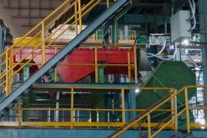 "<div class=""bildtext"">1 Primary crushing of CaSi alloys in the gas-tight jaw crusher to enable blanketing with nitrogen</div>"
