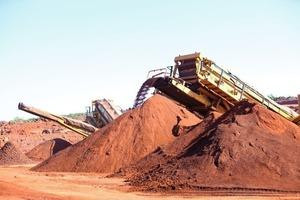 """2 Eisenerz- und Manganvorkommen in """"El Mutn"""" ● Iron ore and manganese deposits at El Mutn"""