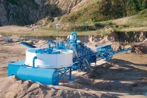 "<span class=""bildunterschrift_hervorgehoben"">2</span>AquaCycle thickener with M2500 mobile washing plant<br />"