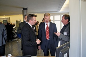 4 Prof. Dr. Georg Unland (Middle) im Gespräch / in discussion<br />