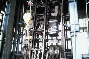 6 Das Dreiachs-Chassis, nur wenige Zentimeter kleiner als der Transportschacht