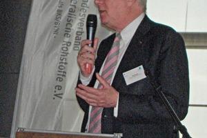 """<span class=""""bildunterschrift_hervorgehoben"""">7</span>Michael Schulz, Hülskens Holding GmbH &amp; Co. KG, Wesel, Moderation des Workshops """"Deutschland, reiches Rohstoffland"""" Michael Schulz, Hülskens Holding GmbH &amp; Co. KG, Wesel, moderating the workshop """"Germany, country rich in raw materials"""""""