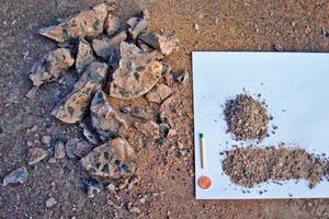2 Vorzerkleinerter Bohrkern • Pre-crushed drilling core