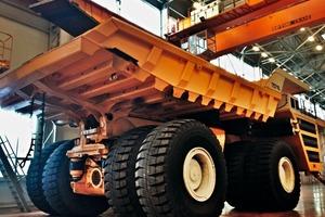 """<div class=""""bildtext"""">1 Elektrischer Antrieb für den größten Truck der Welt • Electric drive system for the world's largest truck</div>"""